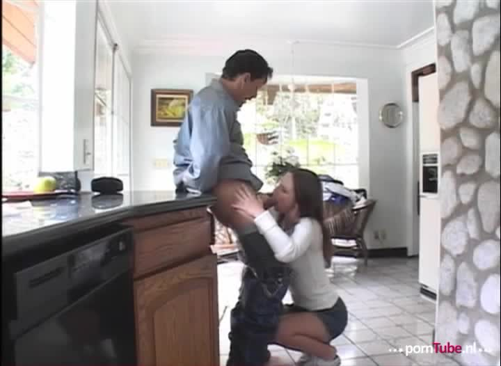 Haar man betrapt haar met een andere vrouw