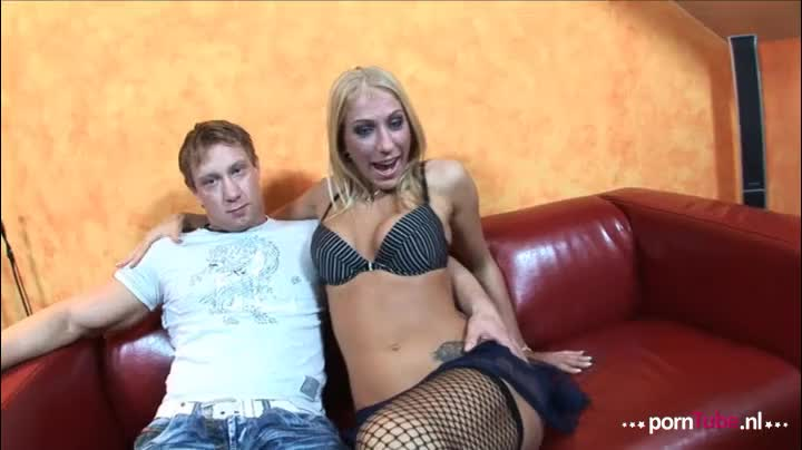 Het stel Dionne en John maken samen een amateur porno film in hun huiskamer!