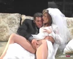 Bruidje stevig afgeneukt op huwelijksnacht