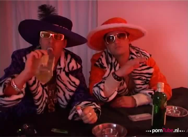 Don en Ad laten een webcam sletje afpalen